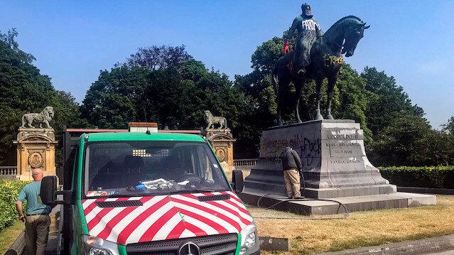 Belçika'da sömürgeci Kral 2. Leopold'un bir heykeli daha tahrip edildi: Siyahilerin hayatı önemlidir