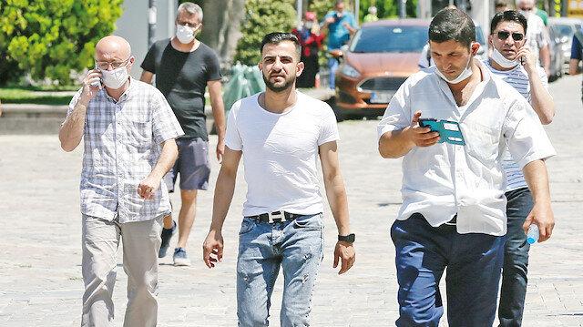 Maskesiz çıkmayın: Uyarılara rağmen sokaklar yine maske takmayan kişilerle dolu