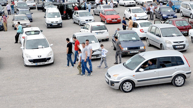 '2. el otomobil' fırsatçılığı: Plaka takıp, yüksek fiyattan satıyorlar