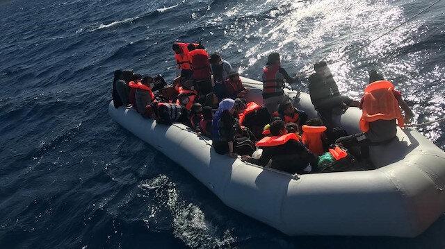Yunanistan'ın ölüme terk ettiği 29 kaçak göçmen kurtarıldı