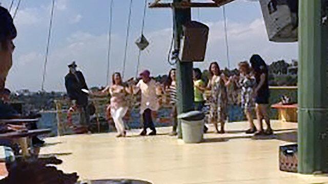 Teknede koronavirüse aldırış etmeyerek müzik eşliğinde halay çektiler