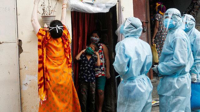 Hindistan'da akıl almaz olay: Öpücük tedavisiyle hastaları iyileştireceğini söyledi koronadan öldü