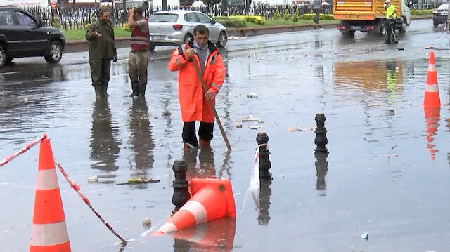 Eminönü'nde yollar göle döndü