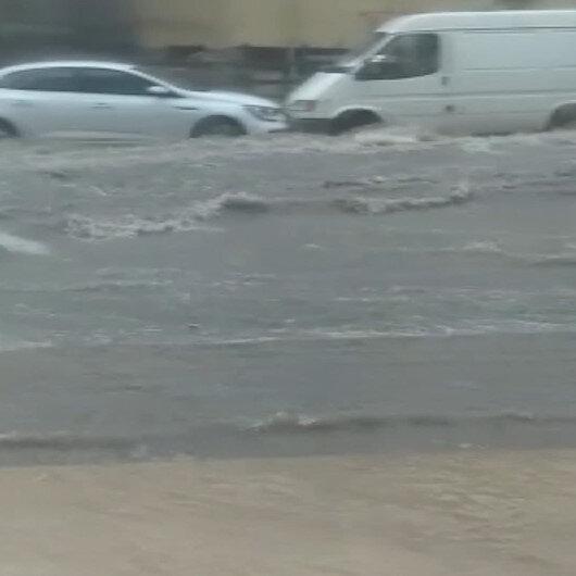 Sel sularında sürüklenen araç kazaya neden oldu