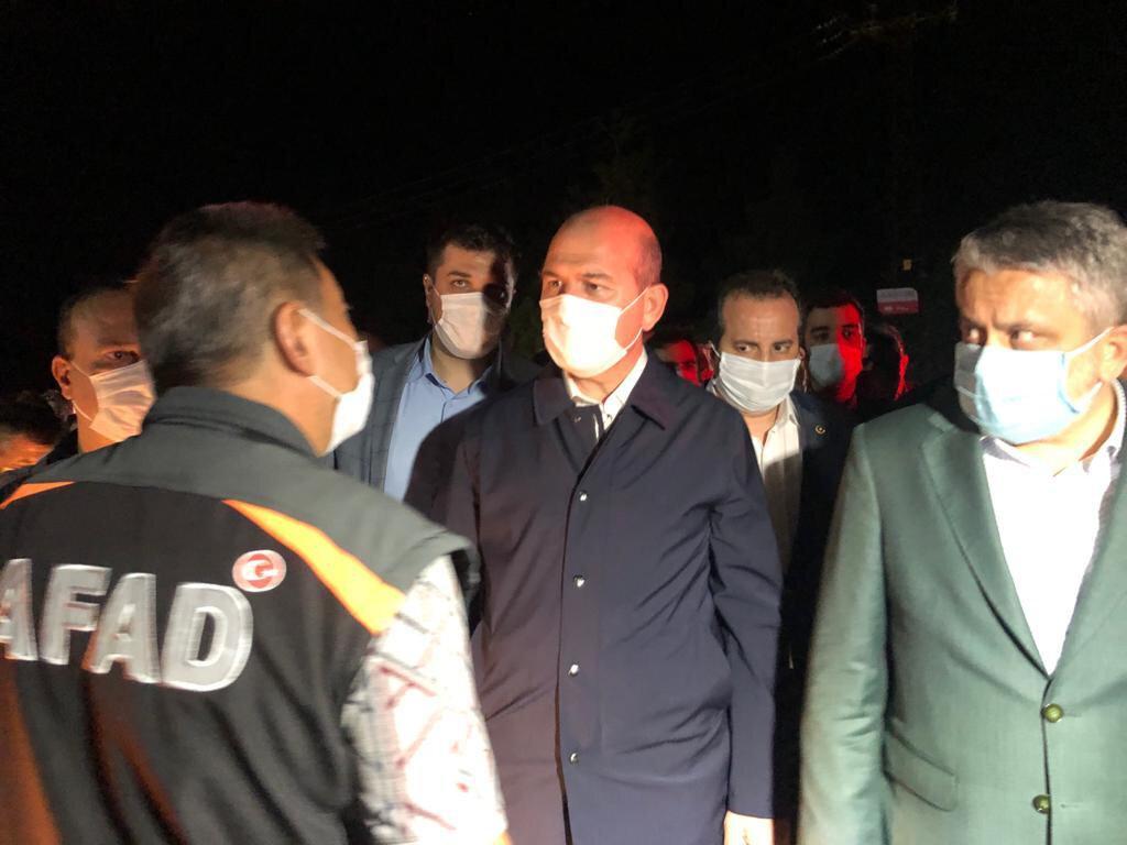 İçişleri Bakanı Süleyman Soylu sel felaketinin yaşandığı Bursa'da incelemelerde bulundu.