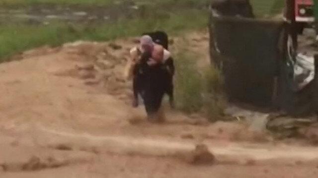 Kocaeli'de sel suları arasında sırtında köpeği ile kalan kadını ekipler kurtardı