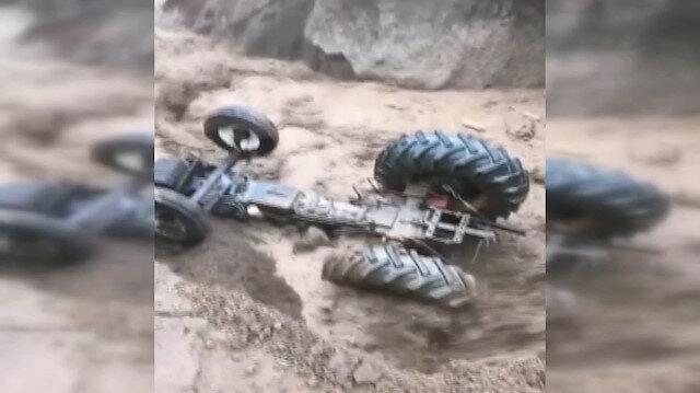 Sel suları koca traktörü böyle yuttu: Köylüler o anları çaresizce izledi