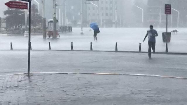 İstanbul'da şiddetli yağmur etkili oluyor