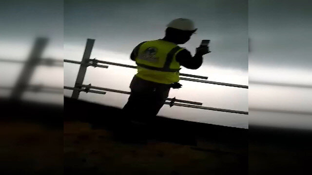 İşçiler kayıt yaparken Çanakkale Köprüsünün ayağına yıldırım düştü