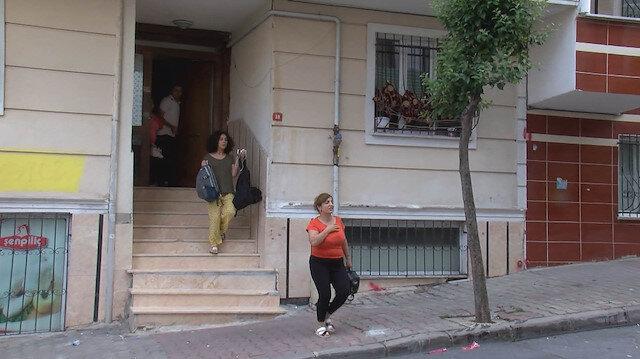 Boşaltılan binaya eşyalarını almak için giren vatandaşlar binalar tekrar sallanınca panikle dışarı çıktı