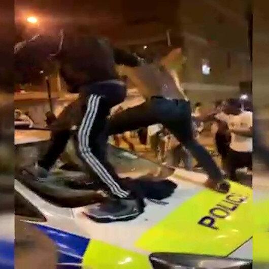 Londra'da izinsiz sokak partisine müdahale: 15 polis yaralı