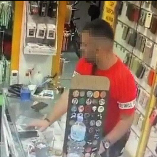 Müşteri gibi girdi, dükkan sahibinin telefonunu çaldı