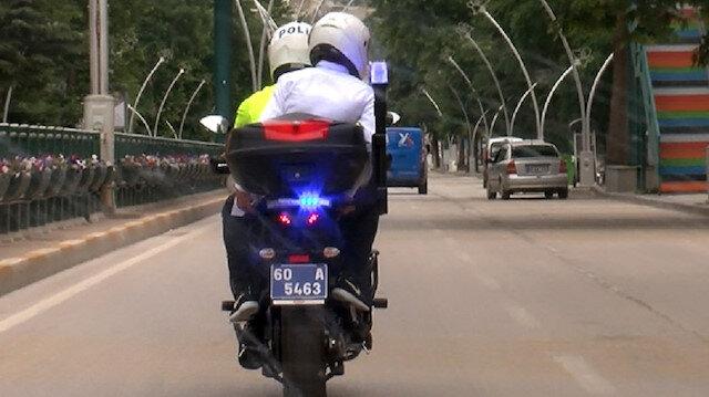 YKS'de kimliğini unutan öğrencilerin yardımına polis yetişti