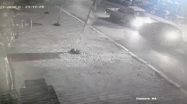 Alkollü sürücüler kafa kafaya çarpışıp hiçbir şey olmamış gibi yollarına devam etti