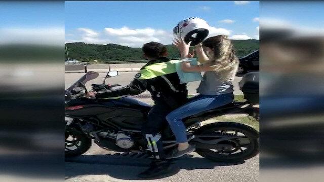 İzmit'te motosikletli polis memuru sınava yetiştirdiği öğrenciye kendi kaskını verdi