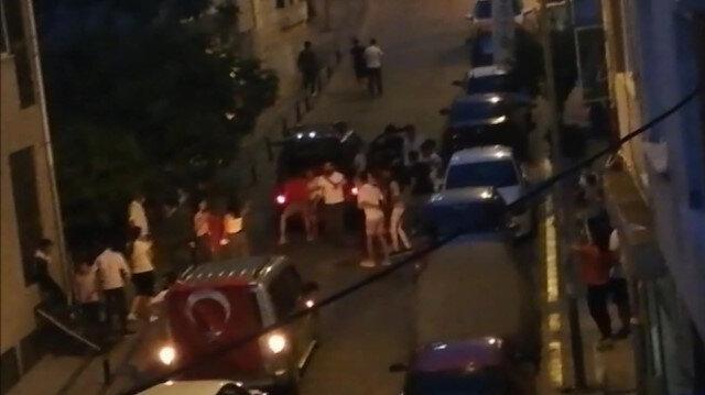 Silivri'de sokağı kapatıp asker eğlencesi yapan gençlere polisten uyarı