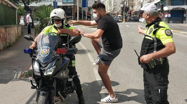 Samsun'da polis sınava alınmayan genci motosikletle son saniyede sınava yetiştirdi