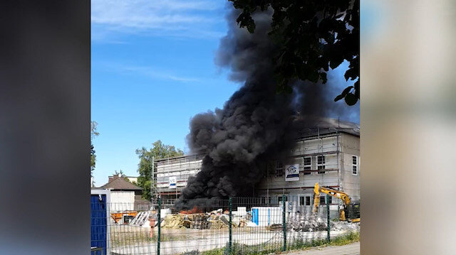 Almanyada inşaat halindeki camide yangın çıktı
