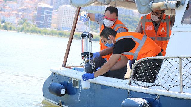 Çevre ve Şehircilik Bakanlığı ekipleri binlerce balığın öldüğü Küçükçekmece Gölü'nde inceleme yaptı