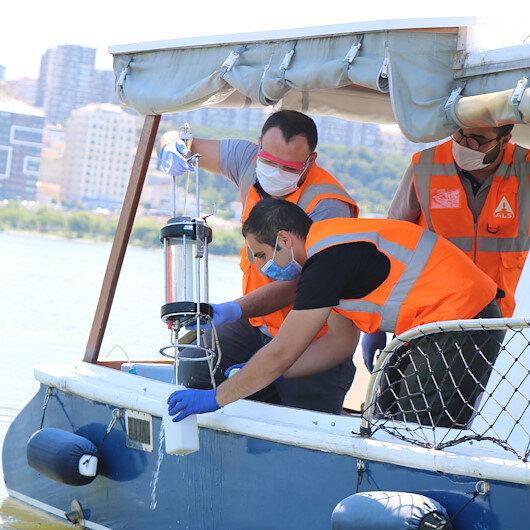 Çevre ve Şehircilik Bakanlığı ekipleri binlerce balığın öldüğü Küçükçekmece Gölünde inceleme yaptı