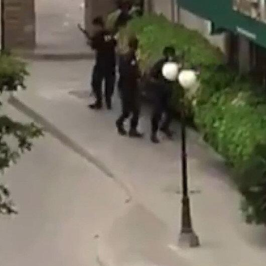 Pakistanda borsa binasına düzenlenen silahlı saldırı kamerada: 4 saldırgan 2 sivil hayatını kaybetti