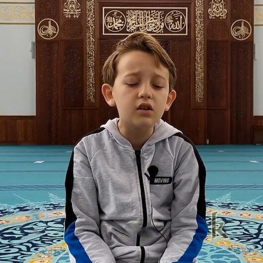 Küçük Musab söylediği ilahiyle hayran bıraktı: Ey gönül bakma cihane
