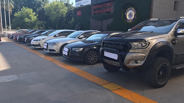 Cumhuriyet tarihinin en büyük uyuşturucu ve suç geliri operasyonu 'Bataklık'ta yeni gelişme: Operasyonda ele geçirilen lüks araçlar sergileniyor