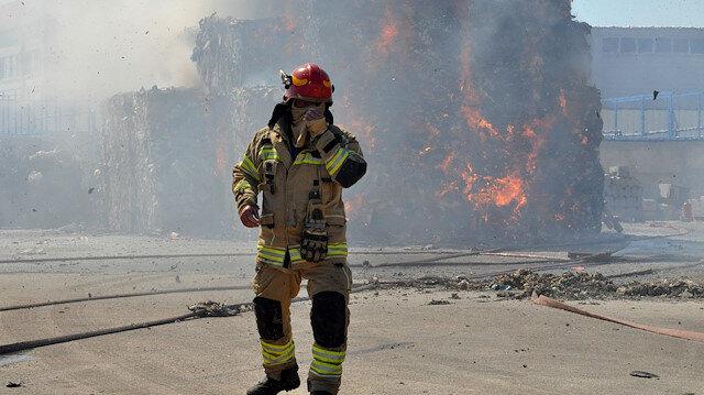 Bursa'da karton fabrikası alev alev yandı