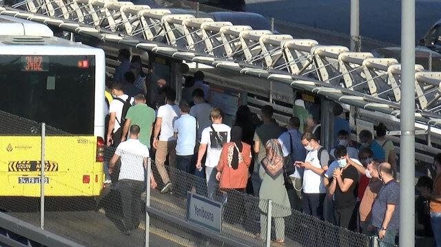 İstanbul'da iş çıkışı metrobüs ve trafikte yoğunluk