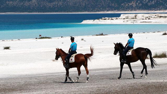 Salda Gölü atlı jandarmalar koruyacak