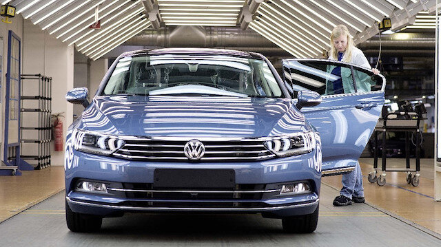 Volkswagen'den kötü haber: Tüm yatırımlarını durdurdu