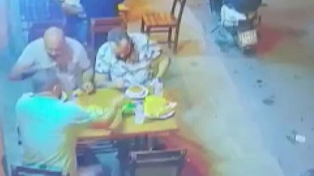 Lokantada  silahlı saldırı anı kamerada