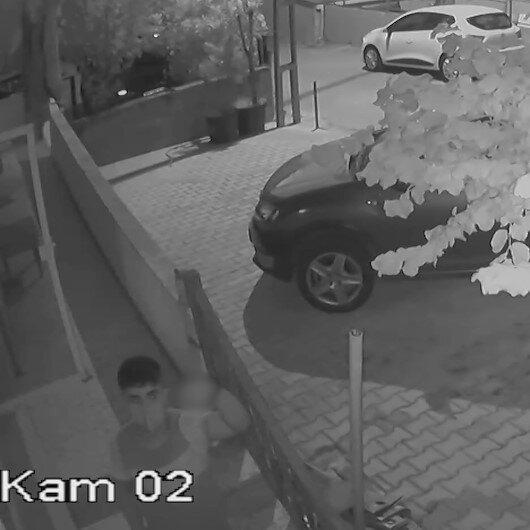 Hırsızlık yaptıkları sırada kamerayı görünce el hareketi yaptı