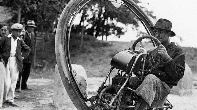 Trafikte arkanızdan 120 km hızla gelen devasa bir tekerlek görseniz ne yapardınız