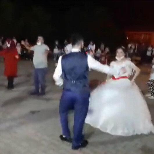 Bartındaki köy düğününde sosyal mesafe hiçe sayıldı
