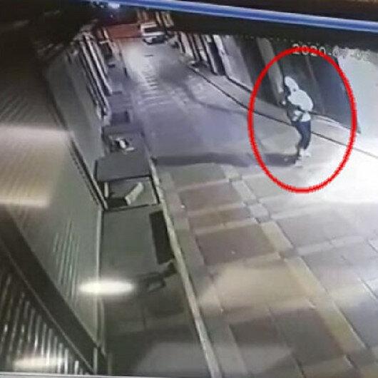 Telefoncu dükkanına pompalı tüfekle saldırı kamerada