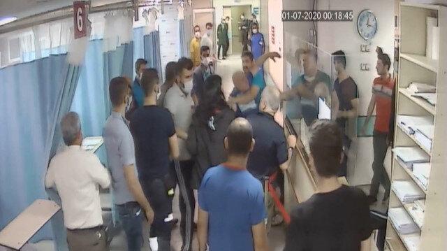 Alkollü şahıs araba çarptı diye sahte ihbarda bulunup getirildiği hastanede doktora saldırarak ortalığı birbirine kattı