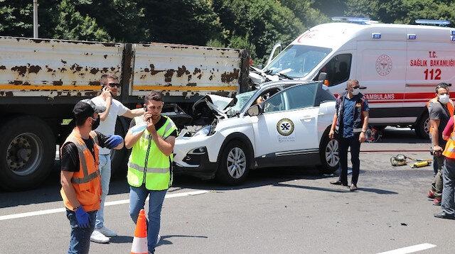 TEM'de otomobil TIR'a ok gibi saplandı: 2 ölü 1 yaralı