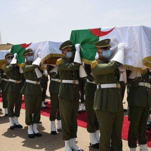 Fransız askerlerinin başlarını keserek öldürdüğü Cezayirli direnişçilerin kafatasları ülkeye getirildi