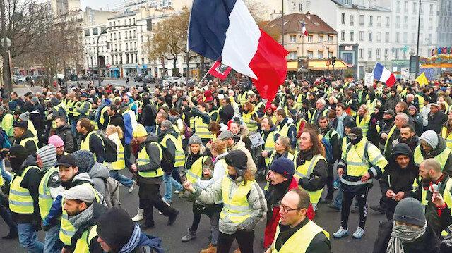 Fransa'da sarı yelekliler yeniden sokakta: Başbakan gitti sıra Macron'da