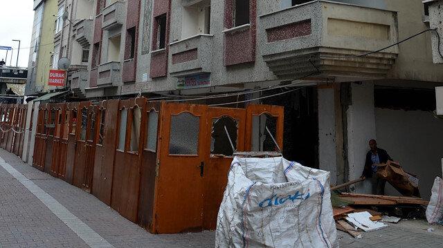 Avcılar'da 99 depreminden sonra yıkılması unutulan bina yine yıkılamadı: 21 yıldır yıkılmayan bina çöplük ve bağımlı yeri oldu