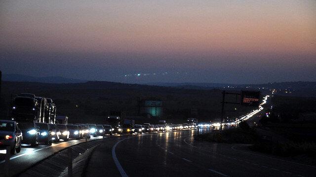 İstanbulluların tatil dönüşü çileye döndü: 15 kilometrelik kuyrukta saatlerce beklediler