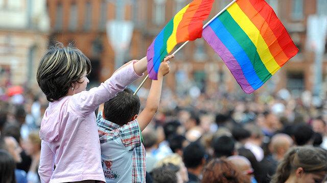 Uzmanlardan ailelere LGBT uyarısı: Çocukları rol modelden mahrum etmeyin!