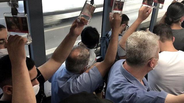 İstanbulluların en önemli ulaşım aracı olan metrobüslerde adım atacak yer kalmadı: Sosyal mesafesiz yolculuk etmek zorunda kaldılar
