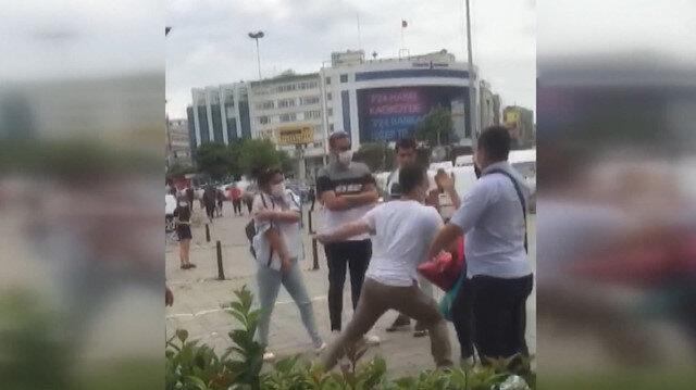Kadıköy'de bir kadına laf atarak rahatsız eden kişi vatandaşlardan meydan dayağı yedi