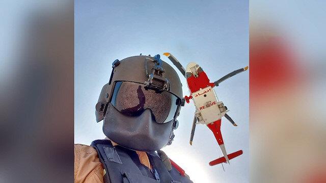 BAE'de çölde kaybolan kişi helikopterle böyle kurtarıldı