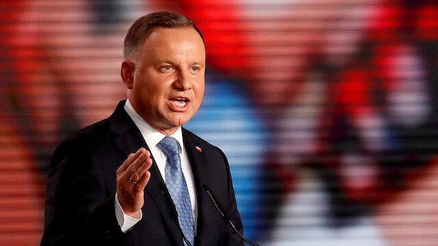 LGBT savunuculuğu komünizmden daha tehlikeli diyen Polonya Cumhurbaşkanı Duda eşcinsellerin evlat edinmesini yasaklıyor: Çocuklar eşcinsellerden korunmalı