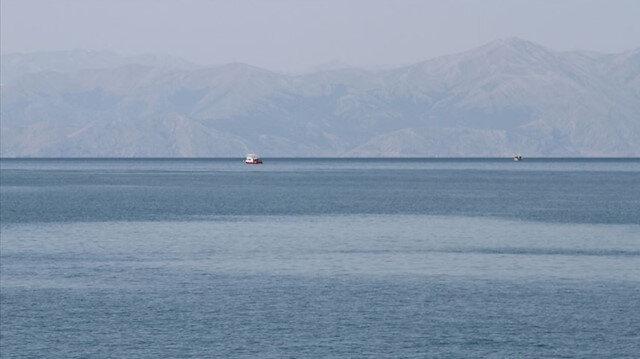 Van Gölü'nde kaybolan tekneyi arama çalışmaları yeniden başladı:  6 kişilik SAK timi de destek veriyor