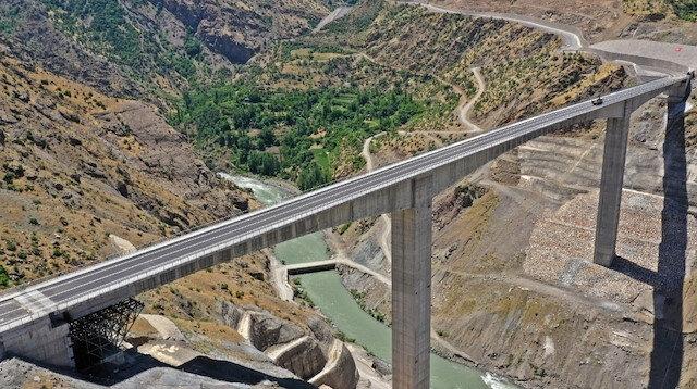 """O mesafe 5 saatten 2 saate düşüyor: Türkiye'nin en yükseği olacak """"Botan Çayı Beğendik Köprüsü"""" için geri sayım"""