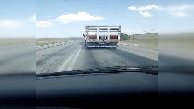 Aşırı hız yapan kamyon şoförü ambulansa yol vermedi